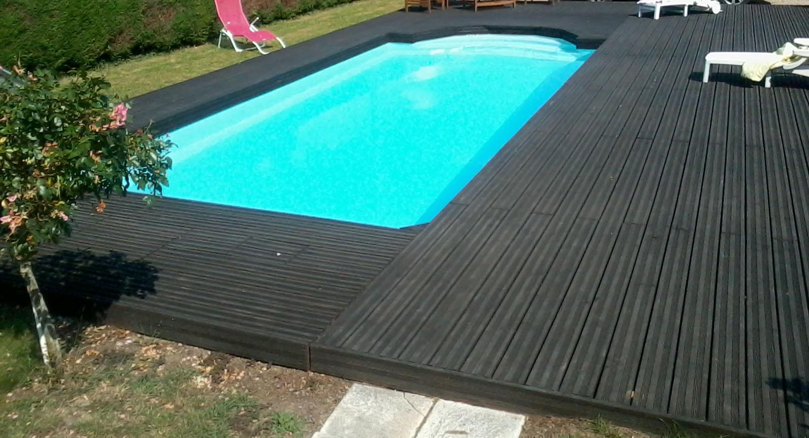 Magnifique terrasse de piscine en douglas le blog de doug for Terrasse piscine grise