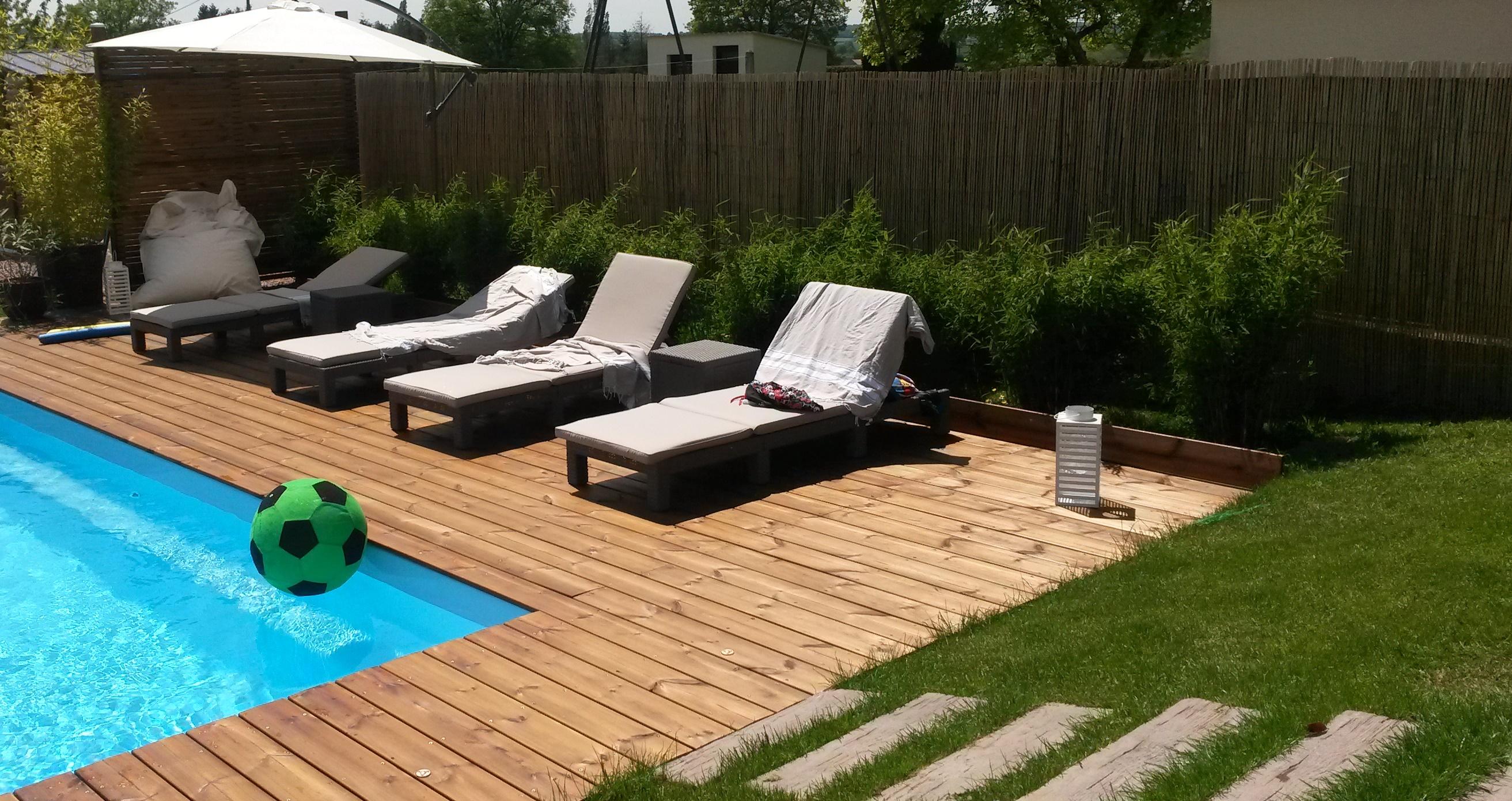 Une magnifique terrasse en pin bombé pour profiter du soleil et de ...