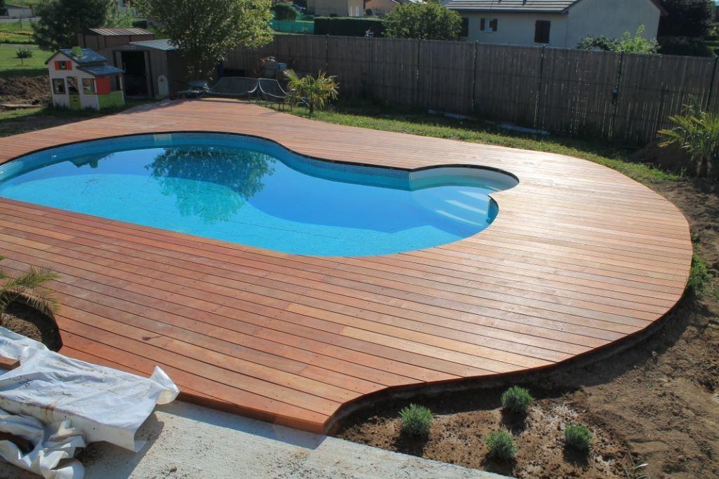 Terrasse en Merbau avec piscine au milieu - Le Blog de Doug