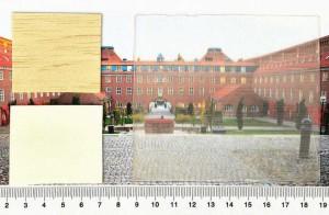 Les différenets étapes de création du bois transparent et son résultat : 1. une pièce de bois normale, 2. une pièce de bois blanche, 3. une pièce de bois transparent